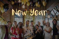 Różnorodni ludzie świętowanie nowego roku żywego życia zdjęcia stock