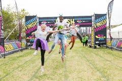 Różnorodni ludzie biega w kolorze Biegają maraton w Johannesburg Obrazy Royalty Free