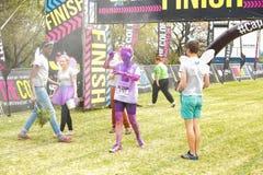 Różnorodni ludzie biega w kolorze Biegają maraton w Johannesburg Zdjęcia Royalty Free