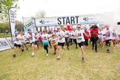 Różnorodni ludzie biega w kolorze Biegają maraton w Johannesburg Zdjęcia Stock