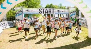 Różnorodni ludzie biega w kolorze Biegają maraton w Johannesburg Obraz Royalty Free