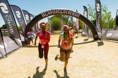 Różnorodni ludzie biega w kolorze Biegają maraton w Johannesburg Obrazy Stock