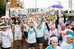 Różnorodni ludzie biega w kolorze Biegają maraton w Pretoria Zdjęcia Royalty Free