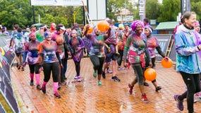 Różnorodni ludzie biega w kolorze Biegają maraton w Pretoria Obrazy Royalty Free