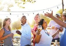 Różnorodni ludzie grupy przyjęcia świętowania pojęcia obraz stock