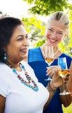 Różnorodni ludzie Partyjnego więzi przyjaźni pojęcia Zdjęcia Royalty Free