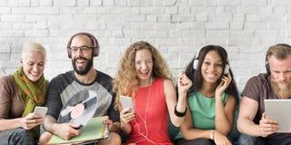 Różnorodni ludzie społeczności więzi technologii muzyki pojęcia Obrazy Stock