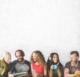Różnorodni ludzie społeczności więzi technologii muzyki pojęcia Obraz Royalty Free