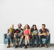 Różnorodni ludzie społeczności więzi technologii muzyki pojęcia Zdjęcie Stock