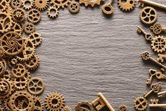 Różnorodni metali cogwheels, przekładni koła i klucze, obraz stock