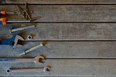 Różnorodni narzędzia na drewnianym tle Obraz Stock