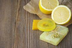 Różnorodni naturalni mydła fotografia stock