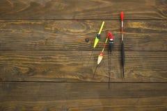 Różnorodni pławiki na drewnianej powierzchni Zdjęcia Stock