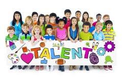 Różnorodni Rozochoceni dzieci Trzyma słowo talent Zdjęcia Stock