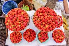 Różnorodni towary w birmańczyka rynku, Myanmar Zdjęcia Royalty Free