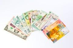 Różnorodni waluta banknoty odizolowywający na bielu zdjęcie stock