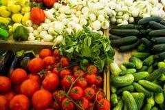 Różnorodni warzywa w pudełkach przy rynkiem Fotografia Stock