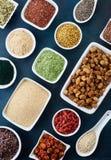 Różnorodni zdrowi superfoods obraz royalty free