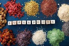 Różnorodni zdrowi superfoods zdjęcie royalty free