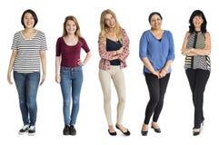 Różnorodność kobieta Ustawiający gest Stoi Wpólnie studio Odizolowywającego zdjęcie stock