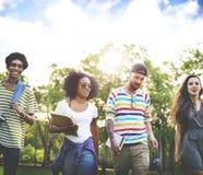 Różnorodność nastolatków przyjaciół przyjaźni drużyny pojęcie fotografia royalty free