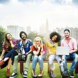 Różnorodność nastolatków przyjaciół przyjaźni drużyny pojęcie obrazy royalty free