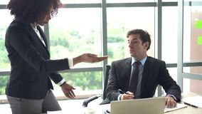 Różnorodność przy pracy prefessional opinii konfliktu argumentem zdjęcie wideo