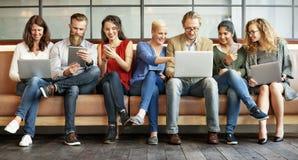 Różnorodności Cyfrowego Podłączeniowych przyrządów Wyszukuje pojęcie ludzie zdjęcie royalty free