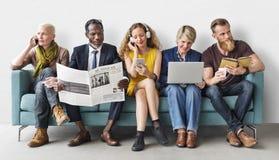 Różnorodności grupy ludzi stylu życia komunikaci pojęcie fotografia stock