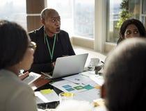Różnorodności rozmowy konferenci międzynarodowa partnerstwa ludzie zdjęcie royalty free