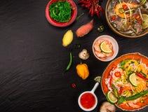 Różnorodny azjatykci posiłki na nieociosanym tle, odgórny widok, miejsce dla teksta Obrazy Stock