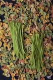 Różnorodny colourful uncooked makaronu tagliatelle, Farfalle i zdjęcia royalty free