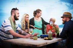 Różnorodny Etniczny przyjaźni przyjęcia czasu wolnego szczęścia pojęcie zdjęcia royalty free