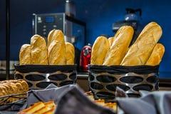 Różnorodny francuski baguette kosz obraz stock