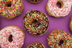 Różnorodny Kropi Donuts zdjęcie stock