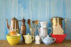 Różnorodny rocznika kitchenware zdjęcia royalty free