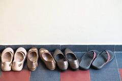 Różnorodny styl kobieta buty od Partyjnego gościa w domu zdjęcie stock