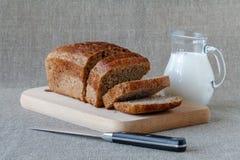 Różny chleb i chlebów plasterki Karmowa tła i wieśniaka zakładka Obraz Royalty Free