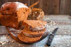 Różny chleb i chlebów plasterki Karmowy drewniany i tło Zdjęcie Stock