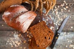 Różny chleb i chlebów plasterki Karmowy drewniany i tło Zdjęcia Stock