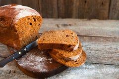 Różny chleb i chlebów plasterki Karmowy tło i drewniany Rus Obraz Stock