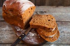 Różny chleb i chlebów plasterki Karmowy tło i drewniany Rus Zdjęcie Royalty Free