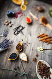 Różny pikantność, ziele i korzeni widok od wierzchołka, Obraz Stock