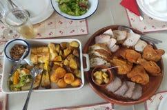 Różny przygotowany jedzenie na stole jakby fotografia royalty free