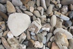 Różny rozmiaru otoczaka kamień rock iluminująca tła stone słońce Obrazy Stock