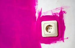 Różowa ściana z elektrycznym ujściem Obrazy Royalty Free