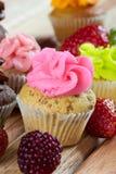 Różowa czekoladowego układu scalonego babeczka Fotografia Royalty Free