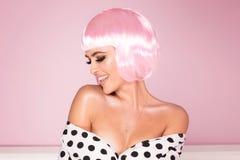 Różowa koczka skrótu fryzury kobieta fotografia royalty free