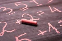 Różowa kreda napisze Pojęcie nauka, szkoła zdjęcia royalty free
