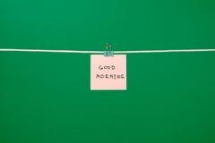 """Różowa papier notatka na clothesline z teksta """"Good Morning† Zdjęcie Royalty Free"""